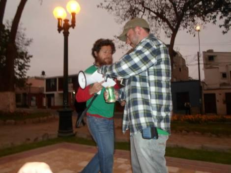 Los orates del megáfono en la plaza de Tacna.