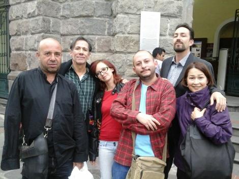 Con Mario Bellatin y los panas (Juan Carlos Cucalón, Sandra Araya,  Andrés Villalba y Consuelo Triviño) recorriendo el Centro Histérico de Quito.