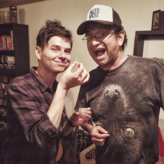 Roger y Edgar, con un ¿gusanito de tequila?... foto tomada por Denisse Santos.