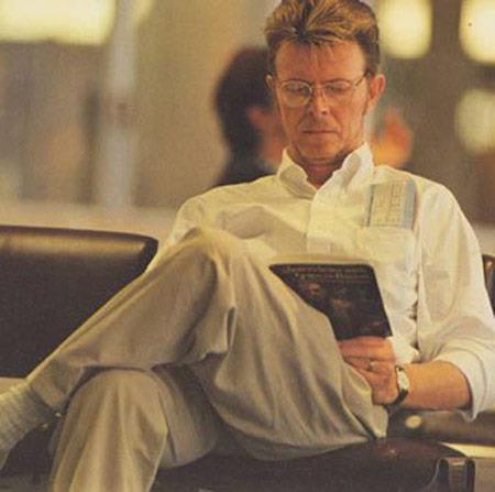 bowie-leyendo